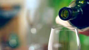 Vino rojo de colada en el vidrio Imágenes de archivo libres de regalías
