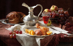 Vino rojo, fruta y una gallina una parrilla Imágenes de archivo libres de regalías