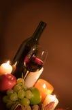 Vino rojo y frutas Imagenes de archivo