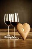 Vino rojo y pan de jengibre Imagen de archivo libre de regalías