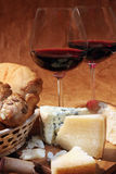 Vino rojo y queso Foto de archivo