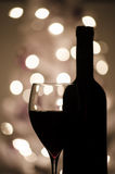 Vino rojo y una botella Fotografía de archivo libre de regalías