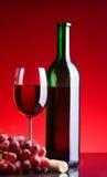vino rojo y uvas Fotos de archivo libres de regalías