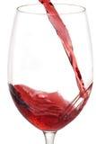 Vino rosso che versa nel vetro Fotografie Stock Libere da Diritti