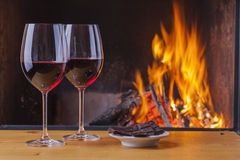 Vino rosso con cioccolato fondente Fotografie Stock