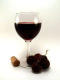 Vino rosso con l'uva Fotografia Stock Libera da Diritti