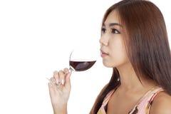 Vino rosso della bella bevanda asiatica della donna Fotografie Stock