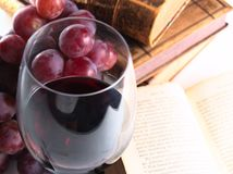 Vino rosso della riserva di Chianti, vetro, uva Immagine Stock Libera da Diritti