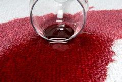 Vino rosso di Spiled Immagine Stock