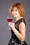 Vino rosso di vetro della donna Fotografia Stock Libera da Diritti