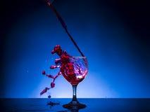 Vino rosso di vetro della spruzzata Fotografia Stock Libera da Diritti