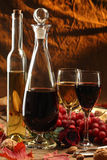 Vino rosso e bianco. immagine stock