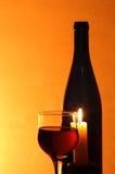 Vino rosso e candela immagini stock libere da diritti