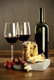 Vino rosso e panettone Immagini Stock Libere da Diritti