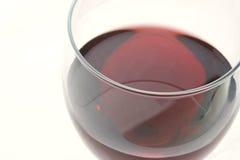 Vino rosso in un vetro Fotografie Stock Libere da Diritti