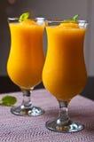 Vino spumante e succo d'arancia con la bevanda del ghiaccio Fotografia Stock