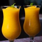 Vino spumante e succo d'arancia con la bevanda del ghiaccio Immagine Stock