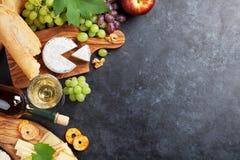 Vino, uva, formaggio Fotografia Stock Libera da Diritti