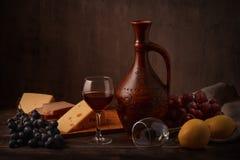 Vino, uva y queso Fotos de archivo libres de regalías