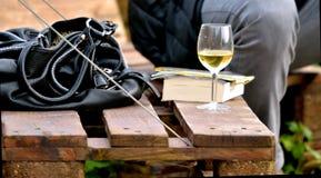 Vino, vidrio, bolso, silla, partido Foto de archivo