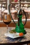 vino y ensalada de la cachimba Imagen de archivo