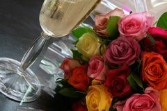 Vino y flores Foto de archivo libre de regalías