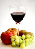 Vino y fruta Fotografía de archivo libre de regalías