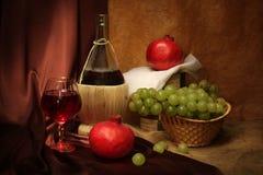 Vino y frutas Fotos de archivo