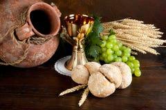 Vino y pan de la comunión Imagen de archivo