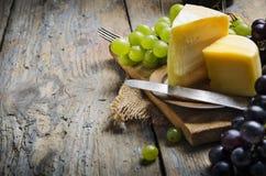 Vino y queso Imagen de archivo libre de regalías