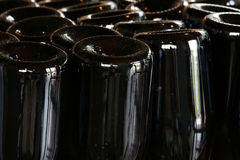 Vinodlingbransch, flaskor och lock Arkivfoto