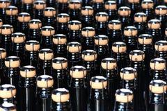 Vinodlingbransch, flaskor och lock Royaltyfria Bilder