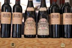 Vinos regionales Valpolicella en una parada del mercado Fotos de archivo libres de regalías