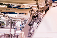 Vinscher och rep som seglar yachtdetaljen Royaltyfri Foto