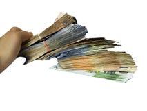 Vinst- och rikedombegrepp mänsklig hållande lott av pengar i handen, vit bakgrund Rikt lyckat, kassa, sedlar, valuta royaltyfri foto
