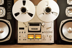 Vintage abierto del registrador del magnetófono del carrete del estéreo análogo Imágenes de archivo libres de regalías