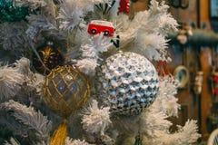 Vintage antiguo o decoración retra de los juguetes de la Navidad Foto de archivo