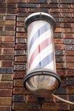 Vintage Barber Pole en el edificio de ladrillo viejo Fotos de archivo libres de regalías