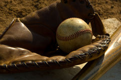 Vintage baseball and bat Royalty Free Stock Photos