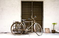 Vintage bicycle. Parked in front of a grilled door, giving a feeling of nostalgia Royalty Free Stock Photos