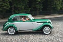 Vintage BMW-321 à la rétro course de voiture Leopolis Grand prix Image stock