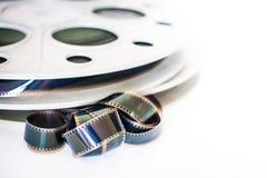 Vintage bobine de cinéma de pellicule cinématographique de 35 millimètres sur le blanc Image libre de droits