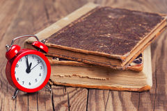 Vintage books and an alarm clock Royalty Free Stock Photography