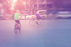 Vintage borrado que dá um ciclo o exercício exterior no parque Imagens de Stock Royalty Free