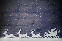 Vintage branco Santa Claus Sled, rena, neve, espaço da cópia, estrela Imagens de Stock Royalty Free