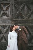 Vintage bride and groom kissing Royalty Free Stock Photography