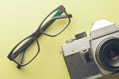 Vintage camera and glasses Royalty Free Stock Photography
