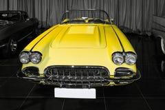 Vintage Chevrolet Corvette amarelo (C1) imagem de stock royalty free