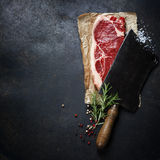 Vintage cleaver and raw beef steak Royalty Free Stock Photos