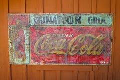 Vintage Coca Cola Sign dans la vieille ville occidentale Photos libres de droits